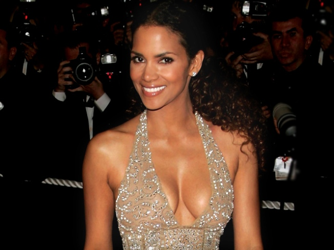Halle Berry Pregnant at 43