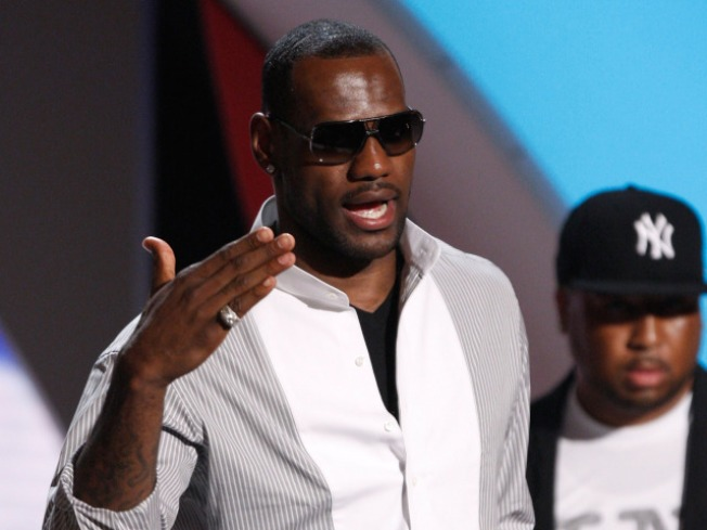 Kelly Clarkson & LeBron James To  Help Kick Off 'Get Schooled'