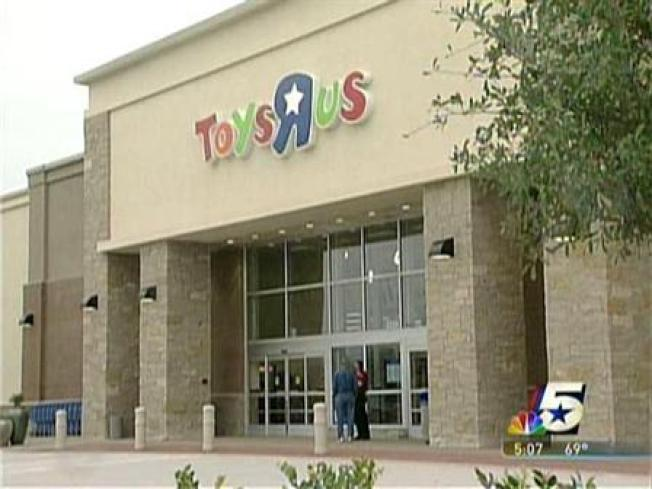 Now Hiring: Toys R Us to Bring on 45,000 Holiday Workers