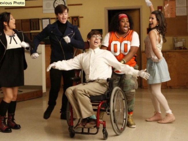 """Kevin McHale Bringing Sexy Back to """"Glee"""""""
