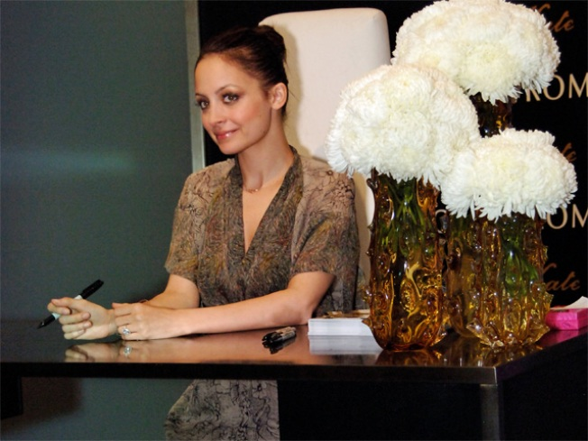 Nicole Richie Does Chicago