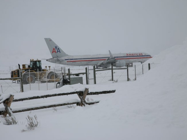 Plane from O'Hare Slides Off Wyoming Runway