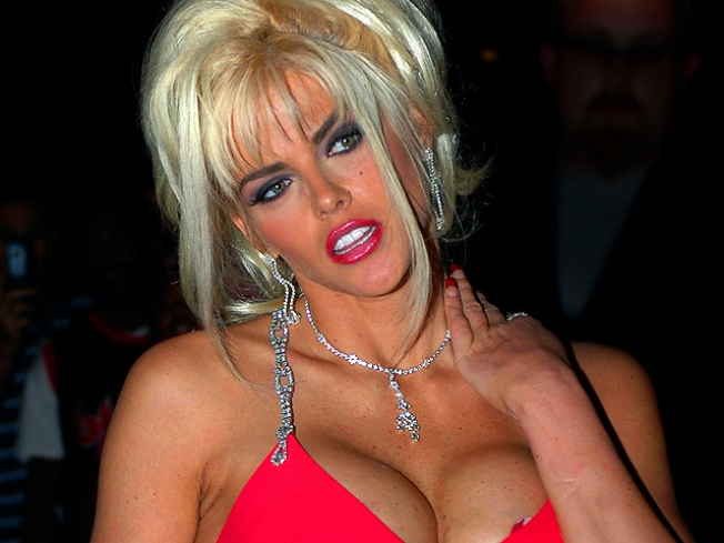 "Bodyguard: Anna Nicole Was ""Obsessed"" with Prescription Drugs"