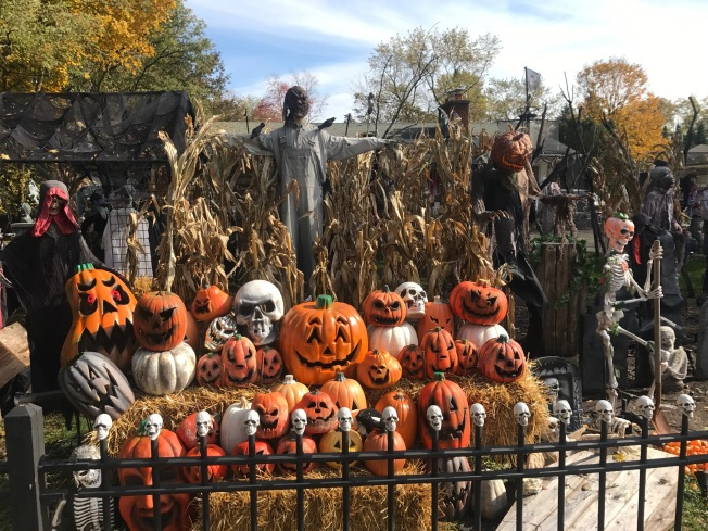 One Last Halloween Display For Popular House