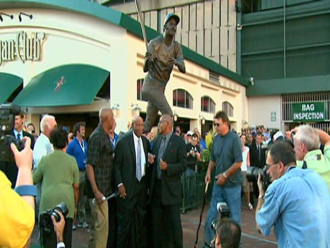 Wrigley Field Unveils Billy Williams Statue