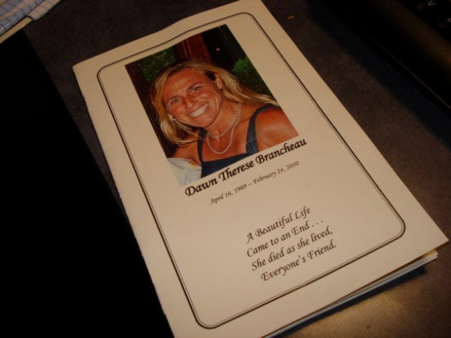 Hundreds Turn Out for SeaWorld Trainer's Funeral