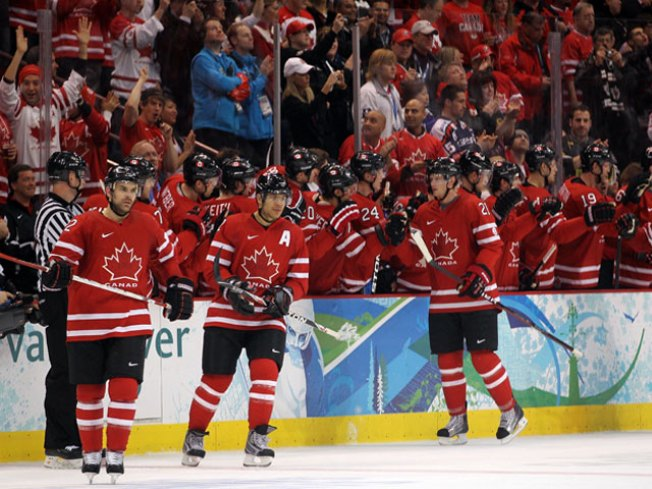 Blackhawks Give Helping Hand to Team Canada