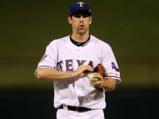 Cliff Lee Rejoins Phillies, Spurns Yankees, Rangers