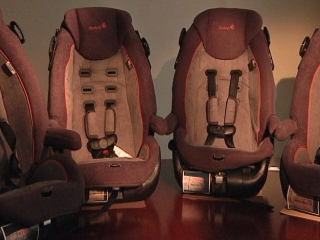 Manufacturer, Feds Look Into Faulty Child Car Seats