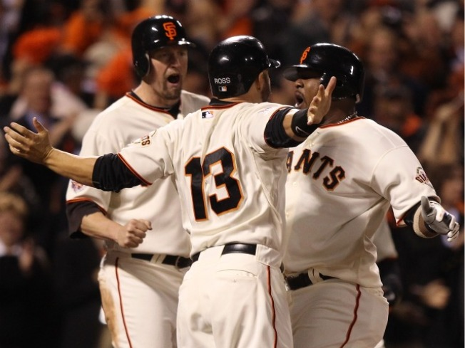 Giants Solve Cliff Lee, Take 1-0 Lead in World Series