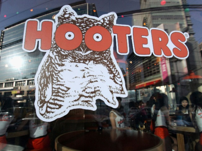 Hooters Won't Serve San Diego Mayor Bob Filner
