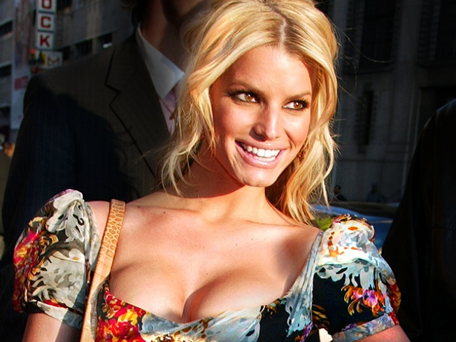 "Jessica Simpson Rips ""Cruel"" Claims About Missing Dog"