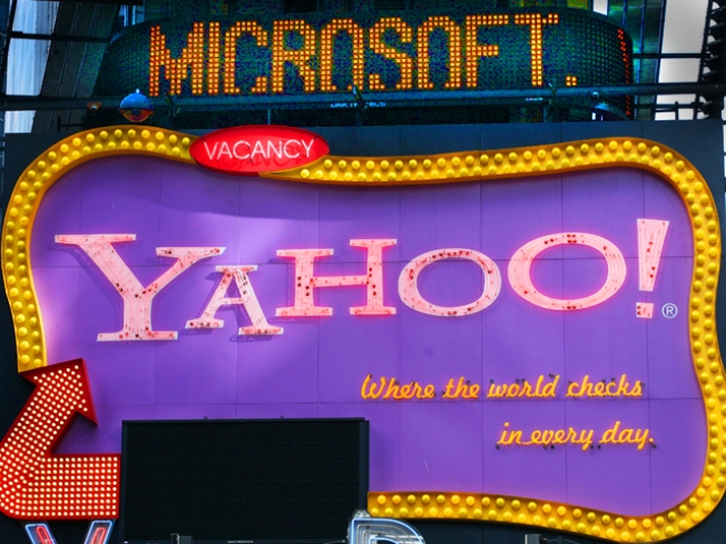 Microsoft and Yahoo Announce Long-Awaited Deal