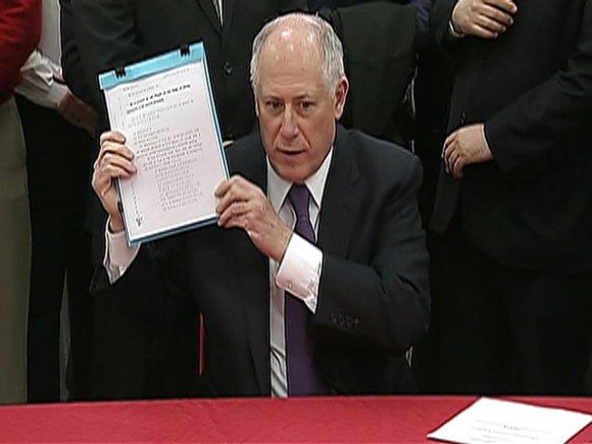 Quinn Signs Organized Retail Theft Bill