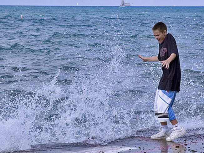 14-foot High Waves Expected in Lake Michigan