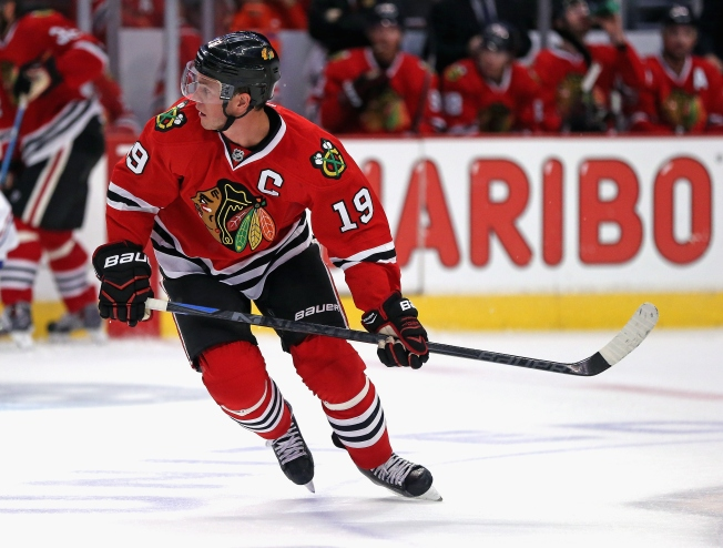 3 Stars: Toews, Oduya Key as Hawks Down Predators