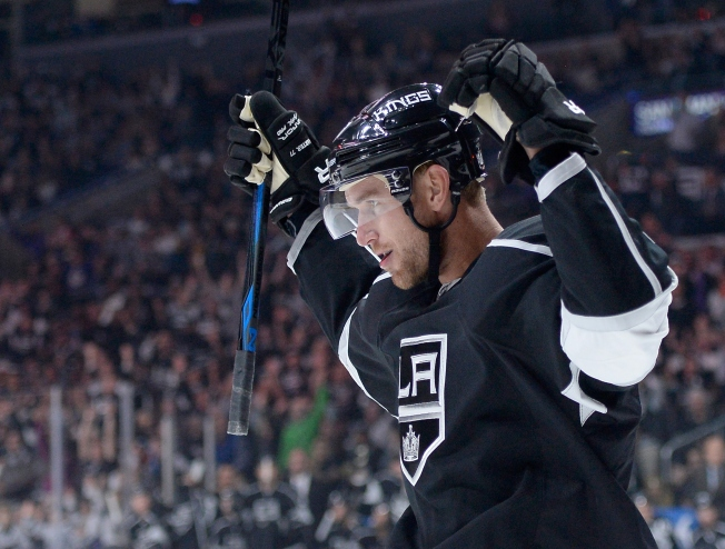 Muzzin's Late Goal Lifts Kings Past Blackhawks Wednesday