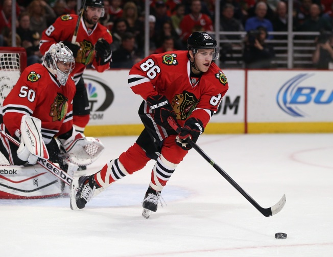 Video: Teuvo Teravainen Makes No-Look Assist to Mark McNeill