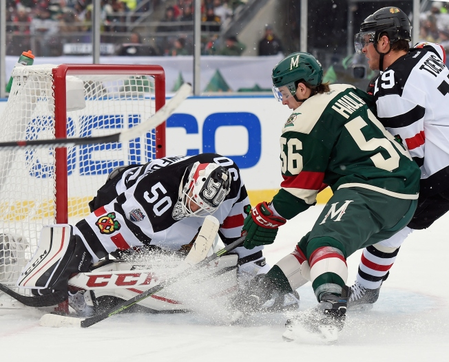 Blackhawks-Wild Outdoor Game Draws Record Low Ratings