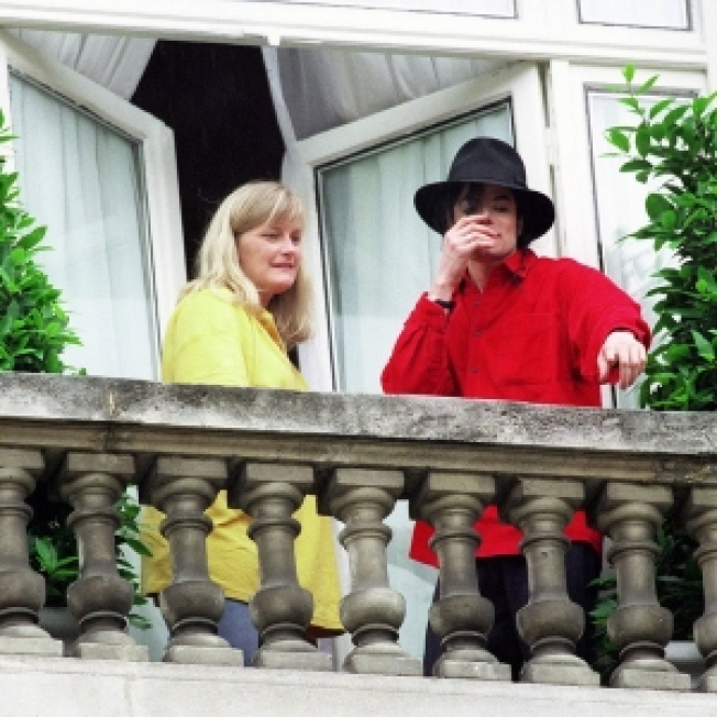 Debbie Rowe Reaches Out To Jacksons
