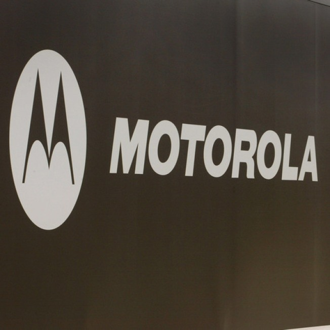 Motorola to Divide Company