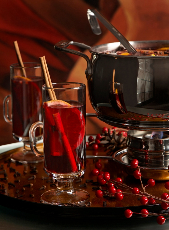 The Hot New Holiday Party Drink? Punch Bowls!