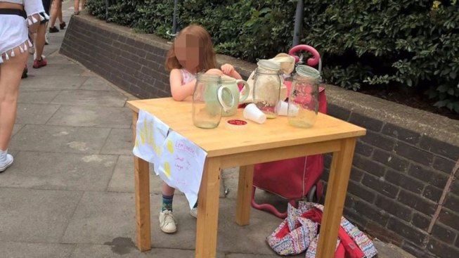 UK Girl Left in Tears After She's Fined for Selling Lemonade