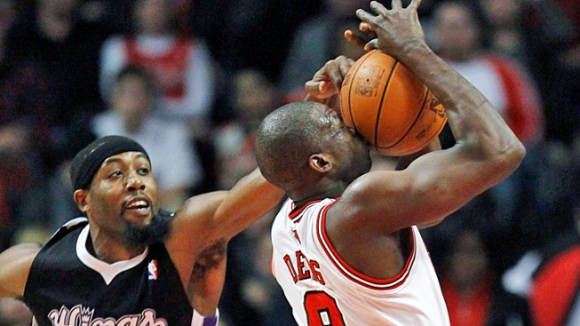 Bulls Survive Late Rally to Beat Kings