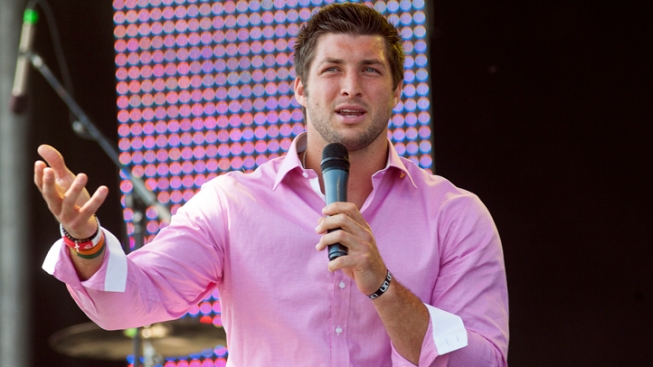 Tebow Draws 15,000 to Texas Easter Service