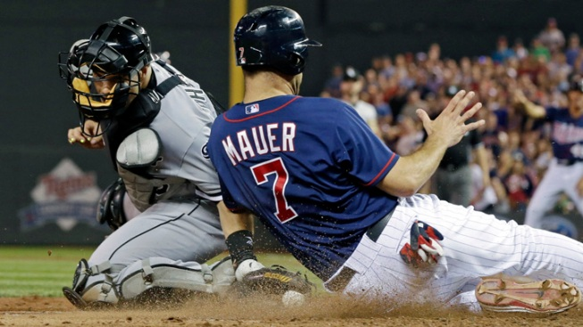 Hit in 9th Lifts Twins Over Sox