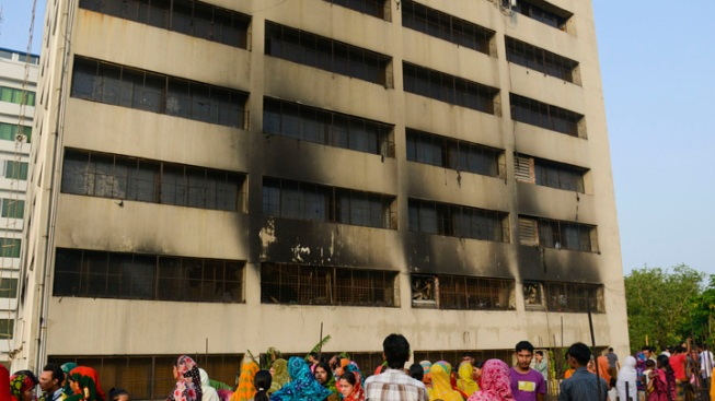 Bangladesh Fire Kills 8, Collapse Death Toll Hits 912