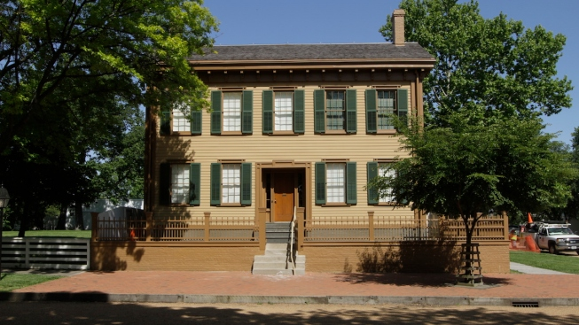 Couple to Marry in Foyer of Lincoln Home Historic Site