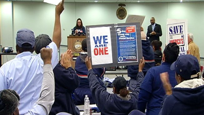 Letter Carriers Call for Ouster of Postmaster General