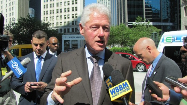 Electric Cars Key to Revitalizing Economy: Clinton