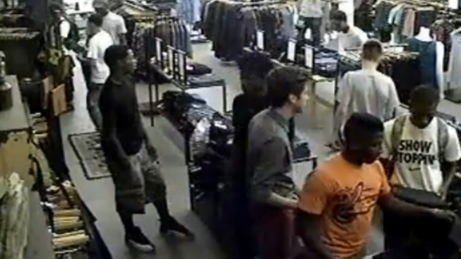 Flash Mob of Nearly 20 Teens Rob Wicker Park Store