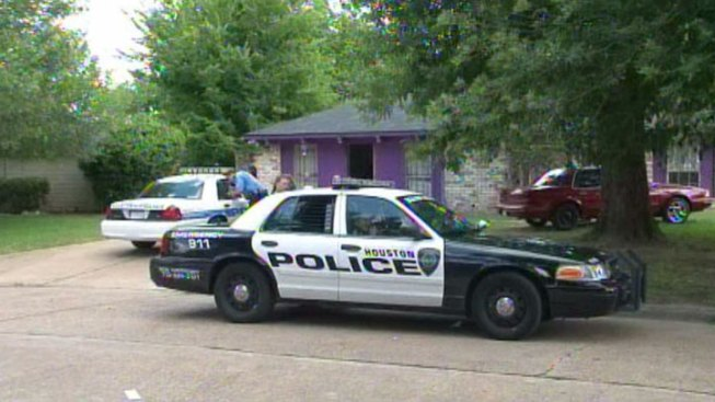 "8 People Held in ""Deplorable"" Texas Home: Police"