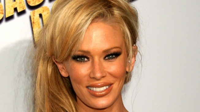 Jenna Jameson Off the Hook in Battery Case