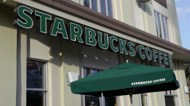 Starbucks To Serve Liquor in Some Chicago Stores