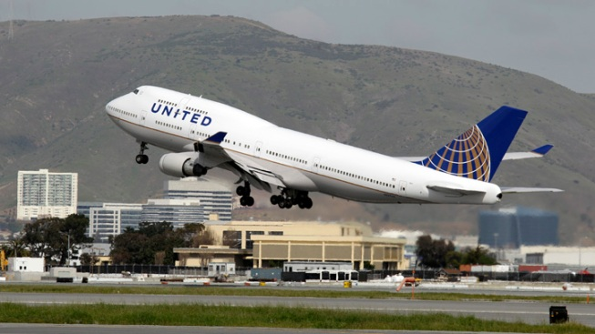 United Ranks Second in Baggage, Reservation Change Fees