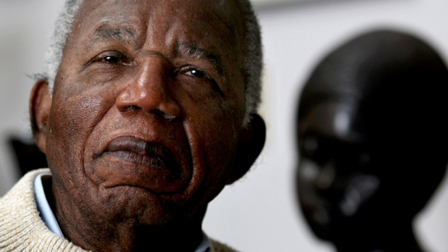 """Things Fall Apart"" Author Chinua Achebe Dies at 82"