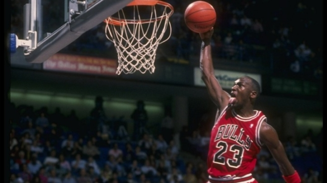 Auction House Offers Jordan's $33 Million Bulls Contract