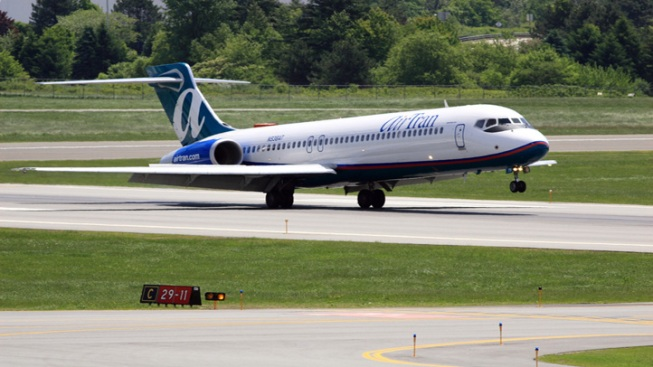 Plane from Midway Makes Emergency Landing
