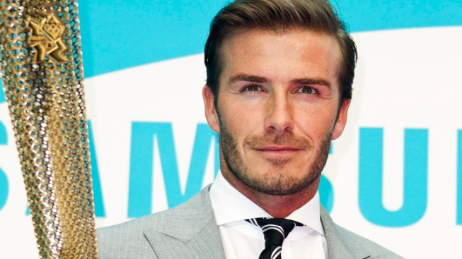 David Beckham Re-Signs With LA Galaxy