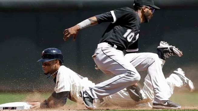 Dunn's 2 HRs, 5 RBIs Lead Sox Over Twins