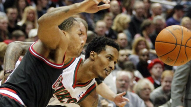 Rose's Late Jumper Powers Bulls Past Bucks