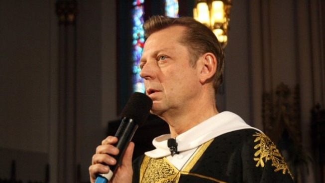 Father Pfleger Returns to Pulpit