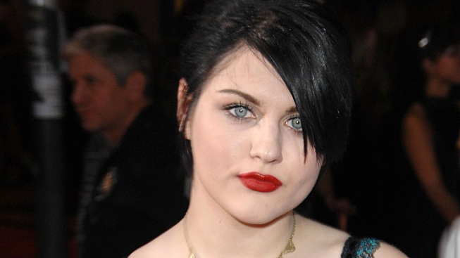 "Frances Bean Livid at Mom Courtney Love's ""Gross"" Twitter Rant"