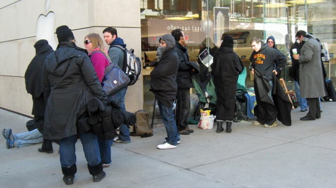 Michigan Ave. Apple Store Halts iPad 2 Line