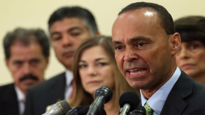 Rep. Luis Gutierrez Scheduled to Speak at DNC Monday