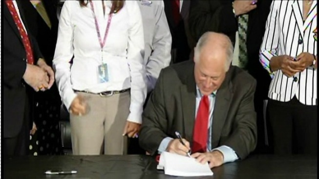 Quinn Signs E-Recycling Measures